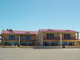 Tumby Bay Hotel Seafront Apartments - ACT Tourism