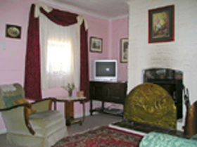 Hollyhock Cottage - ACT Tourism