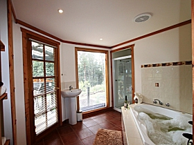 Love Grove Guest House - ACT Tourism
