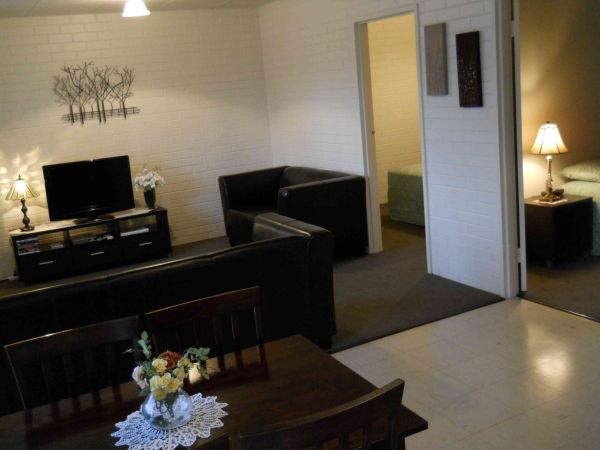BJs Short Stay Apartments - ACT Tourism