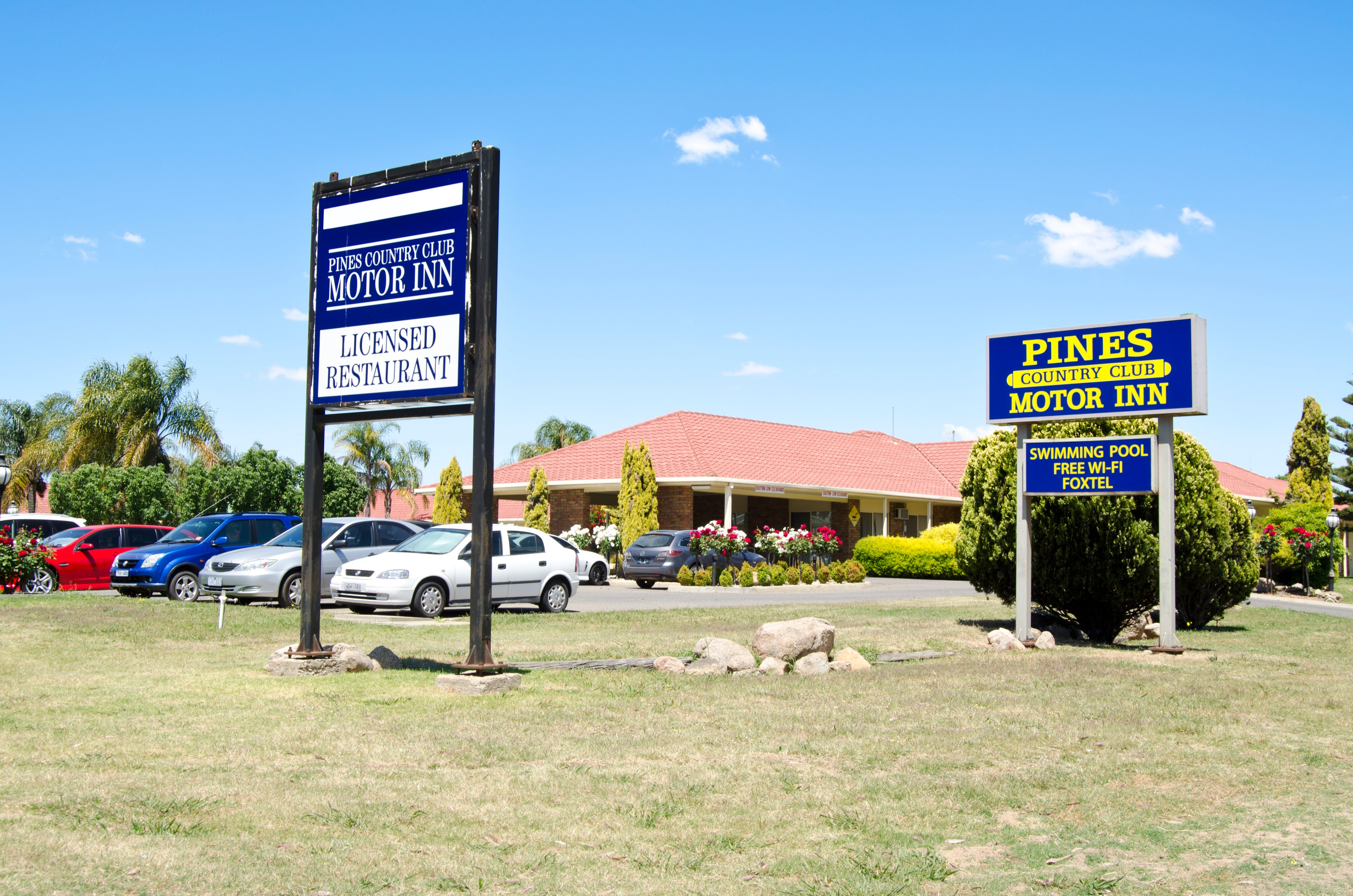 Pines Country Club Motor Inn - ACT Tourism