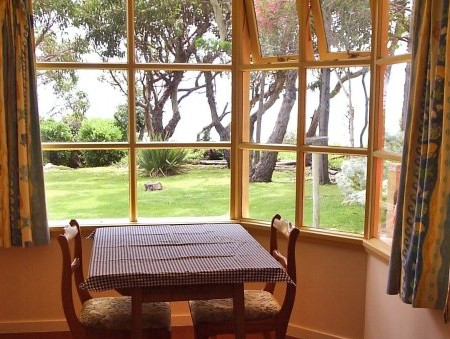 Anchlia Waterfront Cottage - ACT Tourism