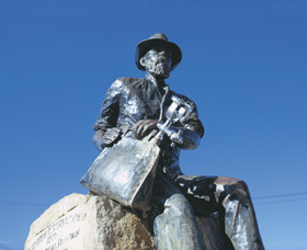 Paddy Hannans Statue - ACT Tourism