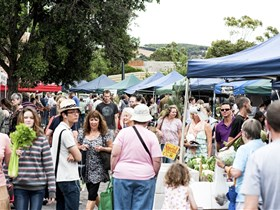 Willunga Farmers' Market - ACT Tourism