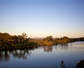 Lake Wivenhoe - ACT Tourism