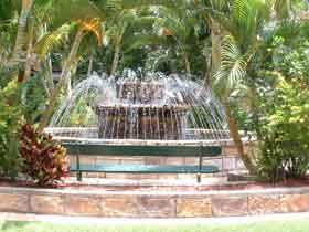 Bauer and Wiles Memorial Fountain - ACT Tourism
