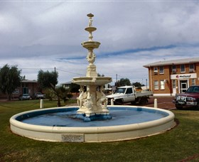 Cunnamulla War Memorial Fountain - ACT Tourism