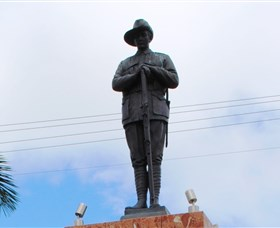 Charters Towers Memorial Cenotaph - ACT Tourism