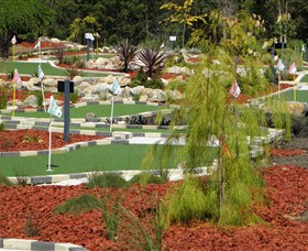 18 Hole Mini Golf - Club Husky - ACT Tourism