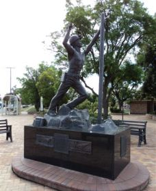 Miners Memorial Statue - ACT Tourism