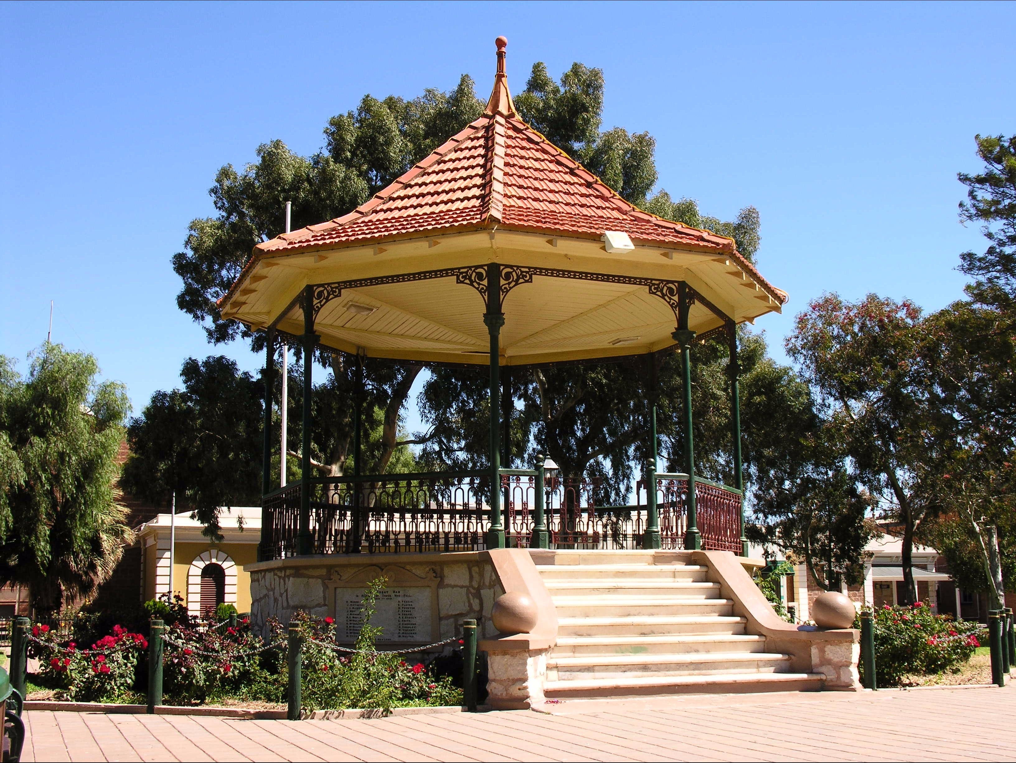 Gladstone Square - ACT Tourism