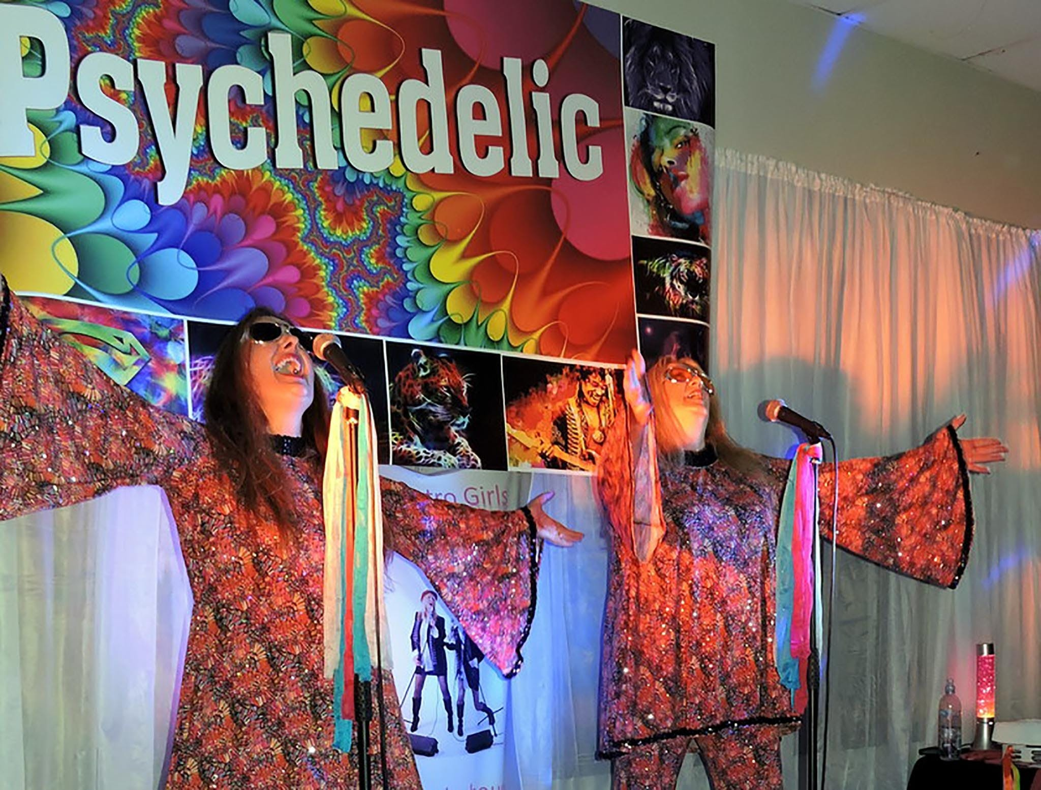 Psychedelic 70s Show The Retro Girls - ACT Tourism