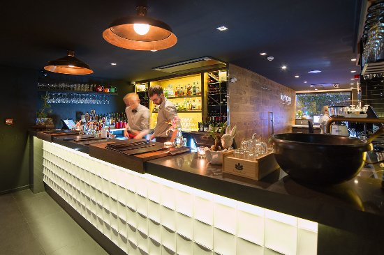 The Oakroom Kitchen and Bar - ACT Tourism