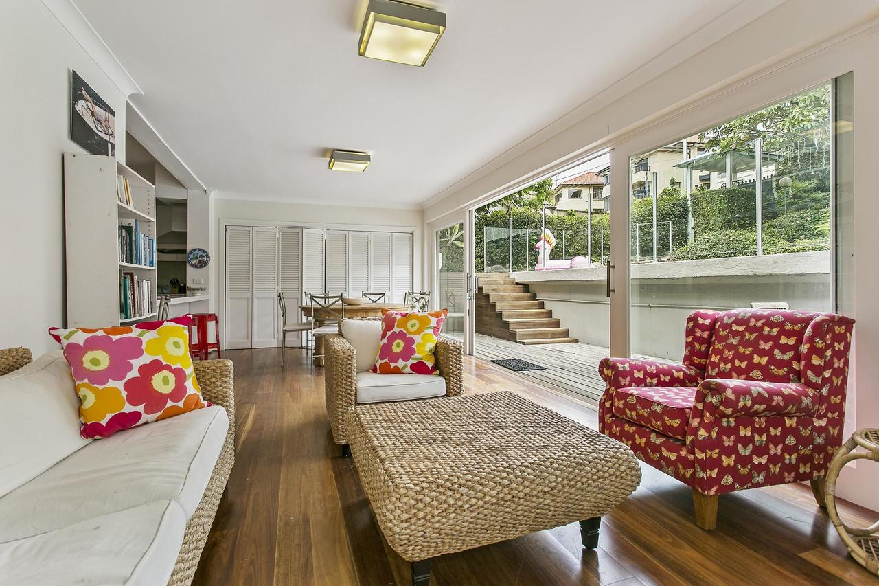 Summery spacious 4 bed home in Kurraba Point - ACT Tourism