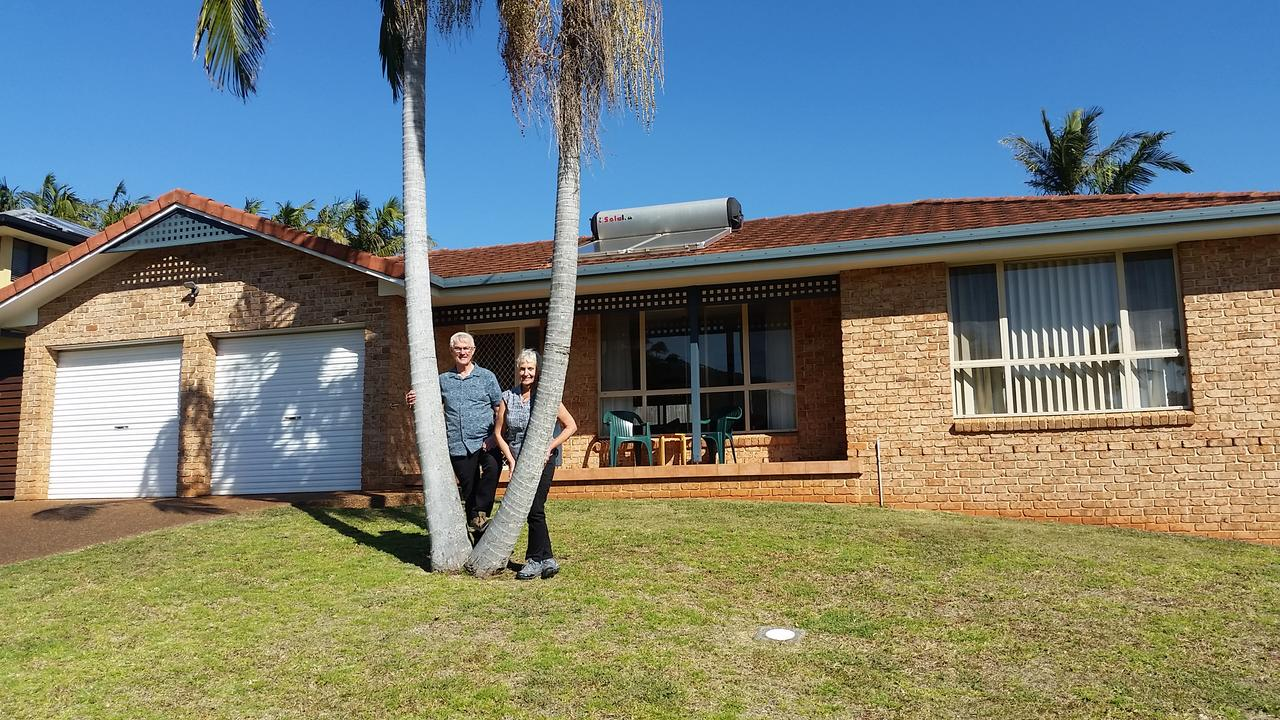 Twin Palms Holiday House at Lighthouse - ACT Tourism