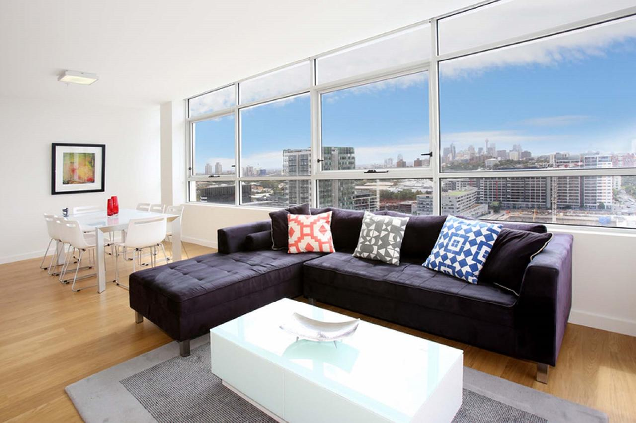 Gadigal Groove - Modern and Bright 3BR Executive Apartment in Zetland with Views - ACT Tourism