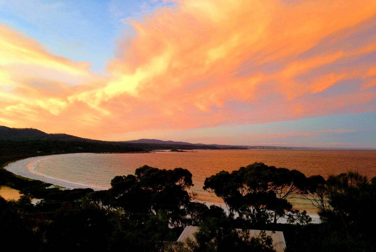 DOLPHIN LOOKOUT COTTAGE - amazing views of the Bay of Fires - ACT Tourism