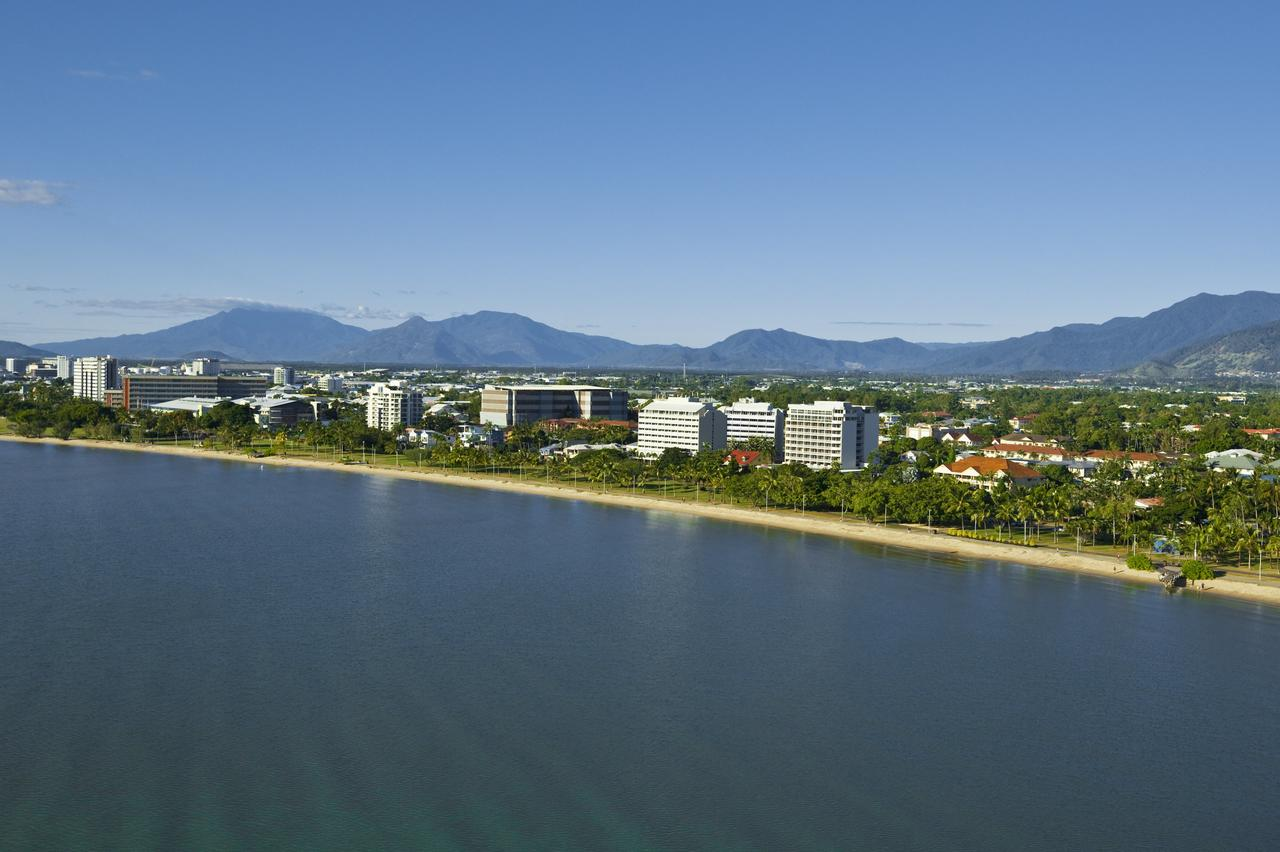 Holiday Inn Cairns Harbourside - ACT Tourism