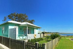 Aurora Beachfront Cottage - ACT Tourism