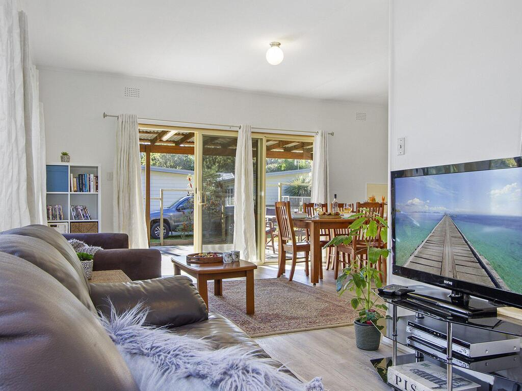 Beach Escape  Currarong - basic family accommodation - ACT Tourism